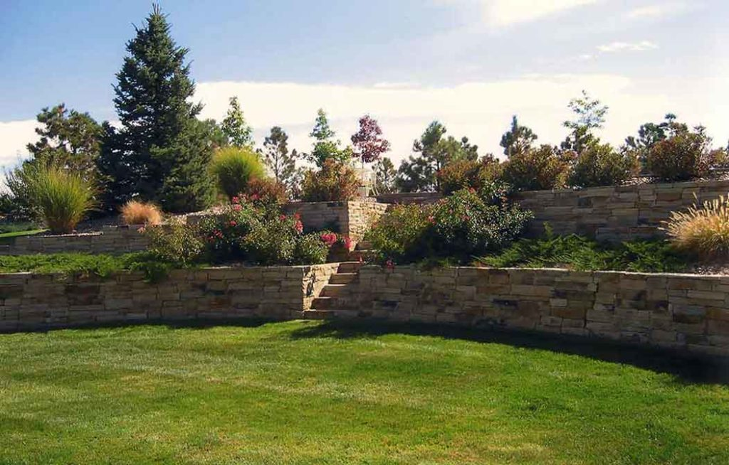 Flagstone-Retaining-Wall-with-Stairs