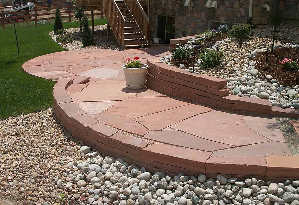 Red-Lyons-Sandstone-Patio-and-Retaining-Wall