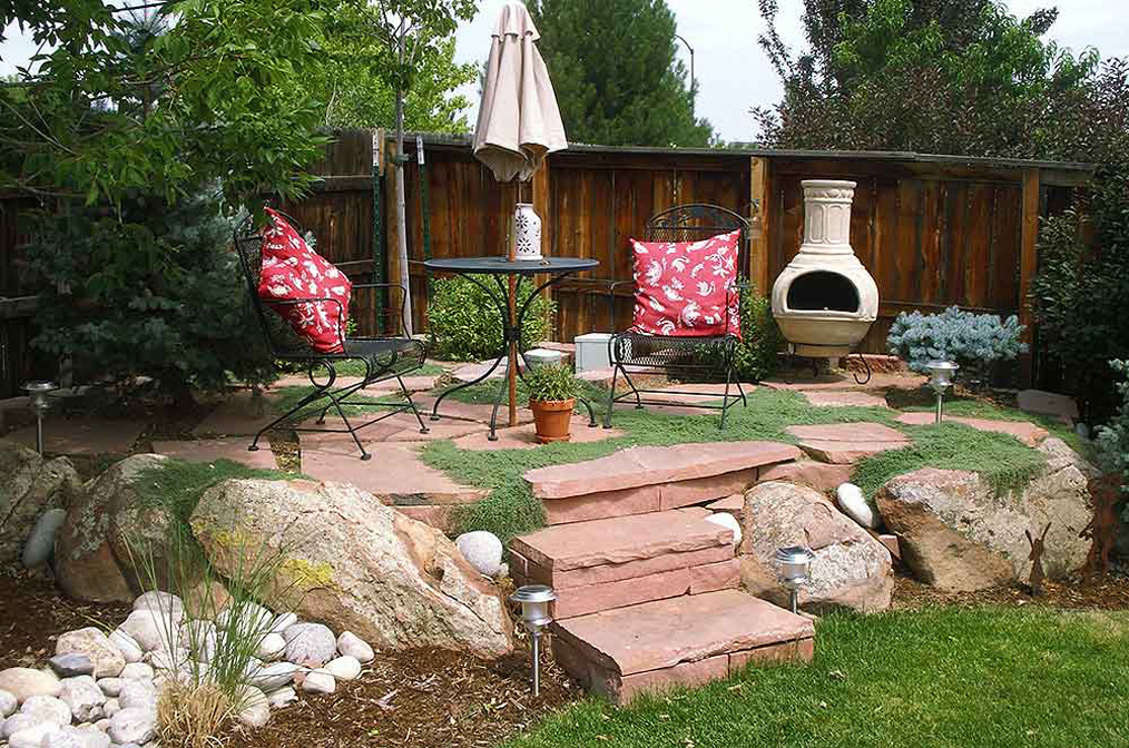 Dry-Set-Red-Sandstone-Patio-and-Moss-Rock